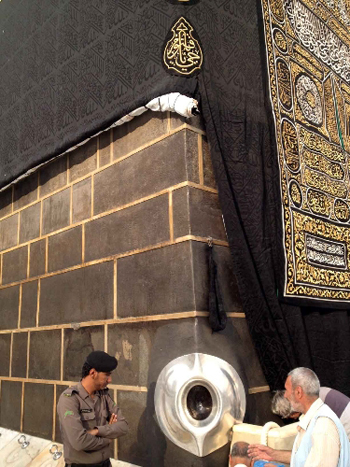 Bí ẩn khối hắc thạch linh thiêng của thánh địa Mecca, có thể hấp thụ tội nghiệp cho tín đồ?